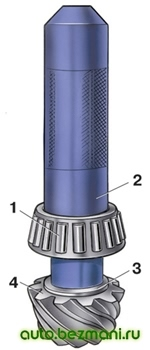 Установка внутреннего кольца заднего подшипника на ведущую шестерню