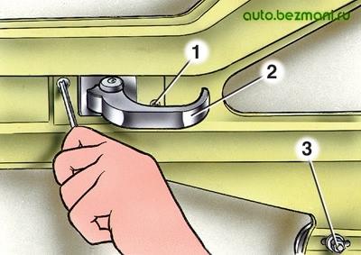 Крепление внутренней ручки привода замка двери ВАЗ-2101