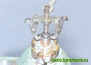 Спрессовка заднего подшипника с вала ротора генератора ВАЗ
