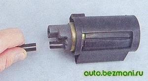 Снятие разогретой трубки с патрубка насоса