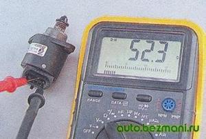 Измерение сопротивления между выводами обмоток регулятора холостого хода