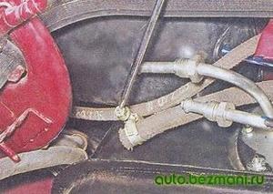 Отсоединение переднего шланга бензобака