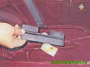 Снятие нижней резиновой прокладки бензобака