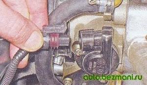 Отсоединение колодки проводов от ДПДЗ