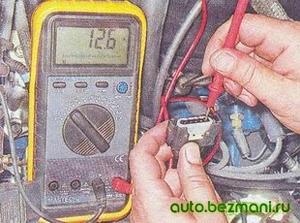 Измерение напряжения питания на колодке проводов
