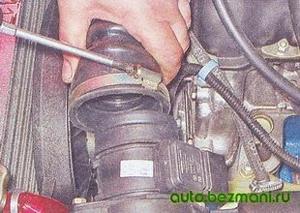Снятие рукава отвода воздуха
