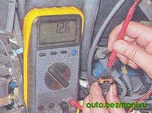 Измерение напряжения питания колодки жгута проводов