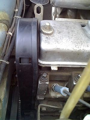 Лючок в крышке механизма ГРМ ВАЗ-2114