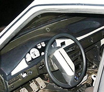 ВАЗ-2108, ВАЗ-2109, ВАЗ-21099 с установленным указателем давления масла