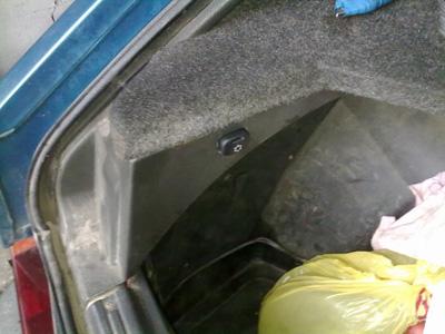 Установленная на место кнопка включения подсветки багажника ВАЗ-2109