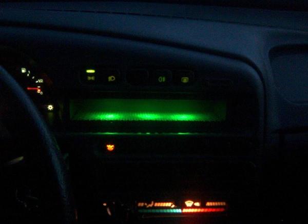 Подсветка полки на панели приборов ВАЗ-2114