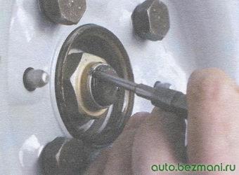 гайка ступицы переднего колеса