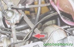 шланг, соединяющий вакуумный усилитель тормозов с двигателем