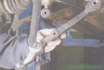 снятие рычага передней подвески с растяжки