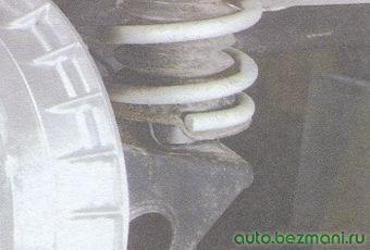 установка задней пружины на стойку