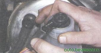 разъем с проводами датчика уровня тормозной жидкости