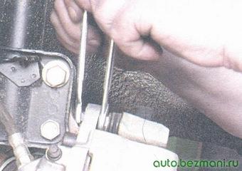 верхний болт направляющего пальца