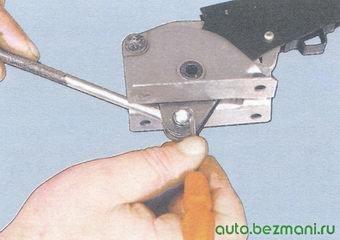 стопорное кольцо оси тяги рычага ручного тормоза