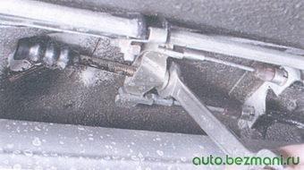 регулировочная гайка уравнителя троса привода стояночного тормоза