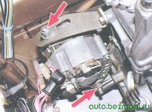 регулировочная гайка и нижняя гайка крепления генератора