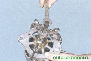 снятие крышки генератора со стороны привода