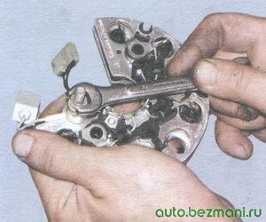 гайка контактного болта наконечника провода конденсатора