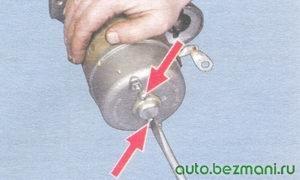 винты крепления защитной крышки стартера