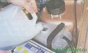 заливка охлаждающей жидкости в расширительный бачок