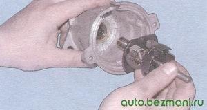 валик с центробежным регулятором