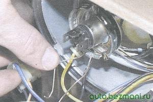 пружинный зажим лампы фары
