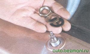 металлическая и резиновая выравнивающие шайбы