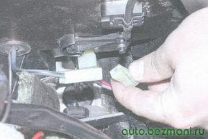 разъем провода «+» электродвигателя вентилятора отопителя
