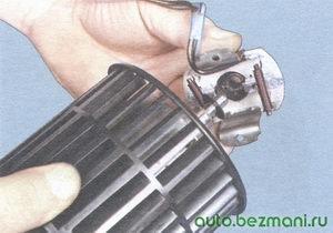 установка щеткодержателя на двигатель отопителя