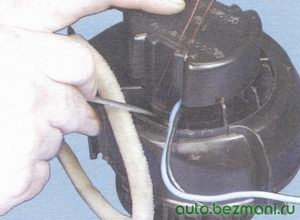 крышка электродвигателя отопителя