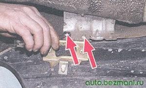 гайки бокового крепления переднего бампера