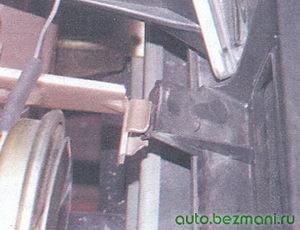 нижнее крепление решетки радиатора