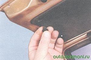 пистон крепления обивки крышки багажника