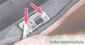 болты крепления фиксатора крышки багажника