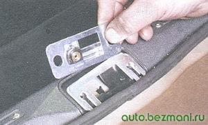 фиксатор крышки багажника