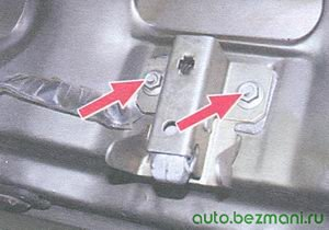 гайки крепления замка крышки багажного отделения ваз 21099