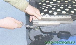 снятие с салазок замка ремня безопасности