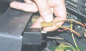 разъем выключателя обогрева заднего стекла