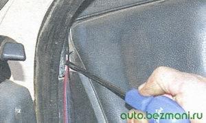 винт бокового крепления панели приборов с левой стороны