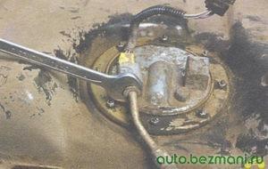 гайка наконечника сливного топливопровода