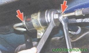гайки крепления наконечников шлангов к топливному фильтру