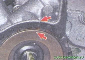 метка вмт шкиве коленвала (точка) и крышке масляного насоса (треугольный вырез)