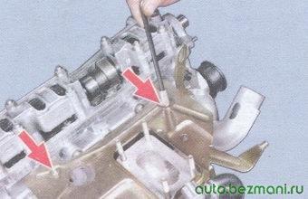 гайки крепления теплоизоляционного щитка карбюратора