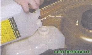 доливка жидкости в бачок омывателя