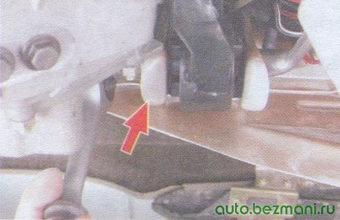 болт левой передней опоры двигателя