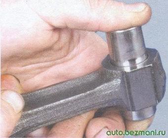 поршневой палец - верхняя головка шатуна